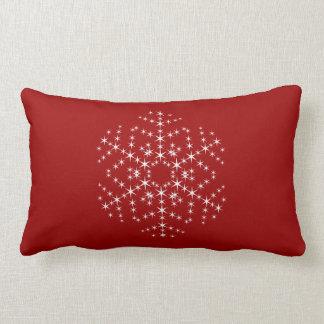 Diseño del copo de nieve en rojo oscuro y blanco almohadas