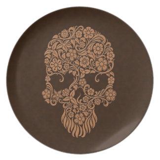 Diseño del cráneo de las flores y de las vides de plato de cena