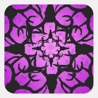 Diseño del cráneo de los ciervos en púrpura y pegatina cuadrada