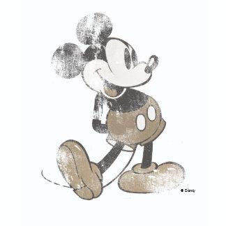 Busca en la colección de playeras de Disney y personaliza la tuya por diseño, talla, color o estilo.