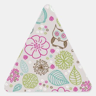 Diseño del estampado de plores del búho pegatina triangular