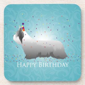 Diseño del feliz cumpleaños de Skye Terrier Posavasos De Bebidas