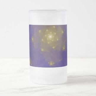 Diseño del fractal del azul y del color oro tazas de café
