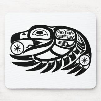 Diseño del nativo americano del cuervo tapete de raton