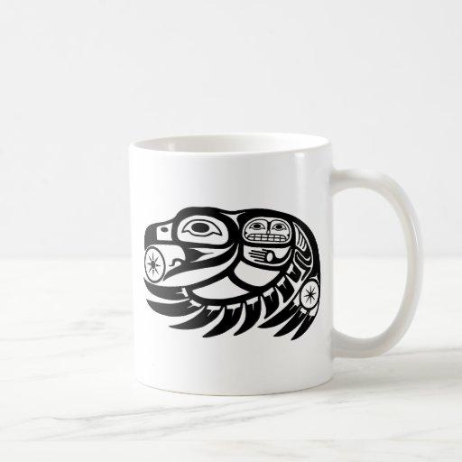Diseño del nativo americano del cuervo tazas de café