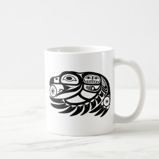 Diseño del nativo americano del cuervo taza clásica