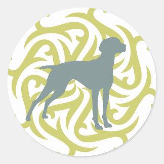 Diseño del perro de Vizsla (cal y pizarra) Etiqueta Redonda