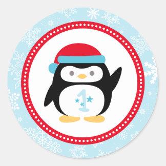 Diseño del pingüino del cumpleaños el | de pegatina redonda