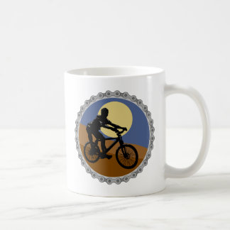 diseño del piñón de cadena de la bici de montaña taza básica blanca