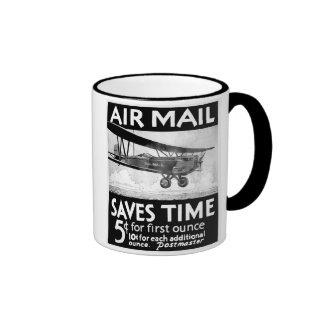 Diseño del poster del correo aéreo del vintage con taza de dos colores