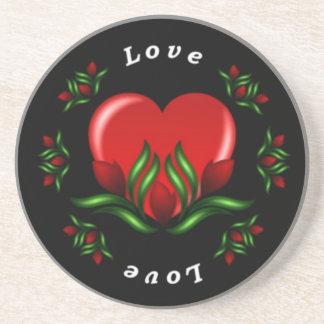 Diseño del rosa con las palabras que dicen amor en posavasos de arenisca