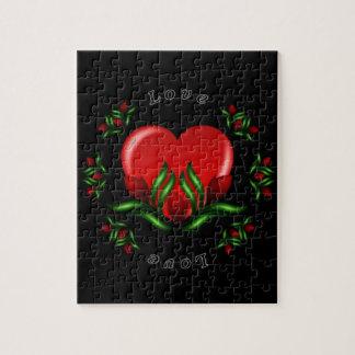 Diseño del rosa con las palabras que dicen amor en puzzle