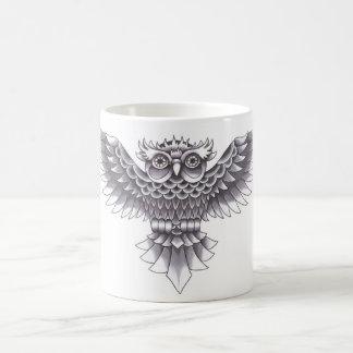 Diseño del tatuaje del búho de la escuela vieja tazas