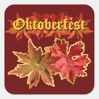 Diseño del texto de Oktoberfest con las hojas de Pegatina Cuadrada