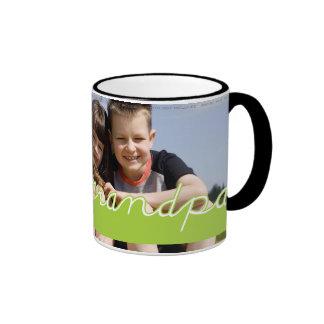 Diseño del texto del verde de la foto del abuelo taza de dos colores
