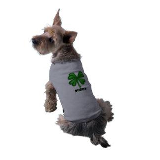 Diseño del trébol de cuatro hojas con el texto del camiseta de perrito