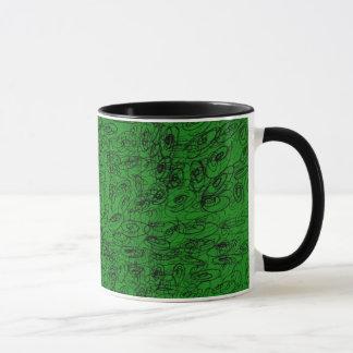 Diseño del verde del garrapatos taza