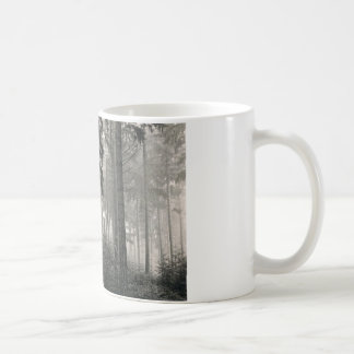Diseño denso de la foto del bosque taza de café