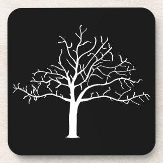 Diseño desnudo del árbol posavasos de bebidas