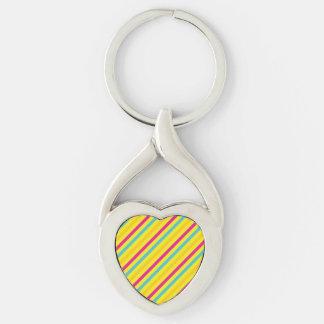 Diseño diagonal multi del amarillo de la raya llavero plateado en forma de corazón