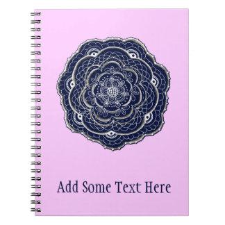 Diseño dibujado mano del tapetito de la flor libretas