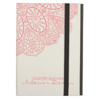 Diseño dibujado mano rosada coralina del modelo