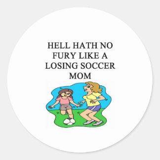 diseño divertido de la mamá del fútbol pegatina redonda