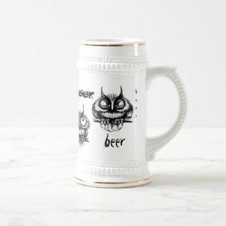 Diseño divertido de la taza de cerveza del dibujo