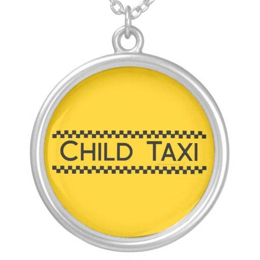 Diseño divertido del taxi del niño para conducir colgante redondo