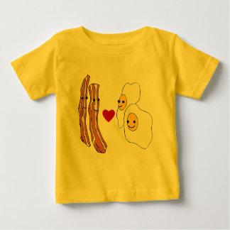 Diseño divertido del tocino de los huevos de los t-shirts