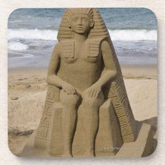 Diseño egipcio posavasos de bebida