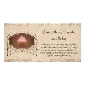 Diseño elegante de la magdalena del damasco de la tarjeta fotografica