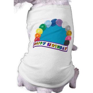 Diseño en blanco del cumpleaños playera sin mangas para perro