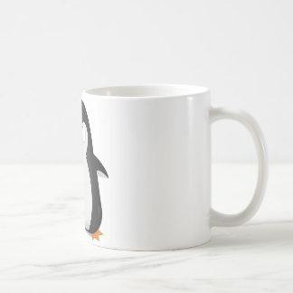 Diseño enojado del pingüino taza de café