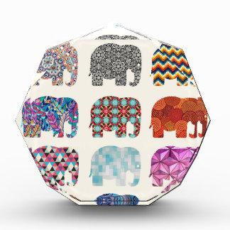 diseño enrrollado colorido del elefante de la