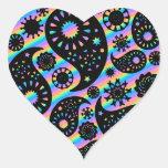 Diseño enrrollado de Paisley Pegatina En Forma De Corazón
