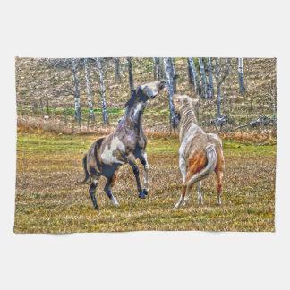 Diseño equino del arte de dos del Pinto caballos Toalla De Mano