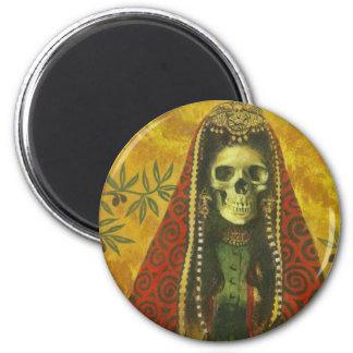Diseño esquelético de la bruja imán redondo 5 cm