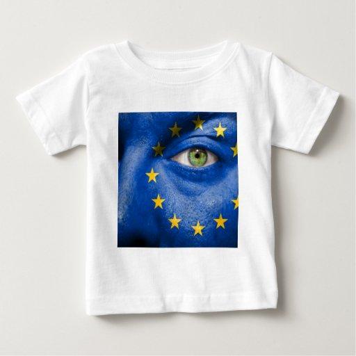 Diseño europeo único de la bandera en su regalo t shirt