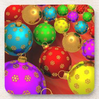 Diseño festivo de los ornamentos del árbol de navi posavasos de bebida
