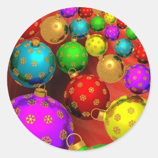 Diseño festivo de los ornamentos del árbol de pegatina redonda