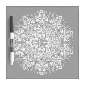Diseño flooral blanco y negro pizarras blancas