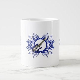 Diseño floral azul bajo azul del círculo taza jumbo