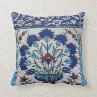 Diseño floral azul y blanco de la teja de la era d cojin