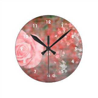 diseño floral blotched respiración color de rosa d reloj redondo mediano