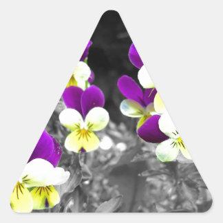 Diseño floral coloreado con efecto pegatina triangular
