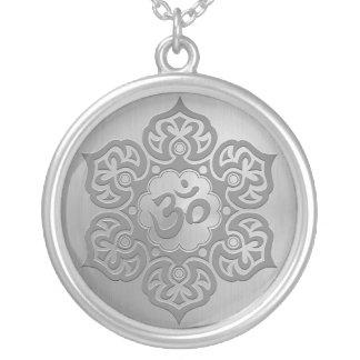 Diseño floral de acero del ohmio joyerías