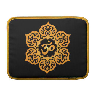 Diseño floral de Aum, negro de oro Fundas Macbook Air