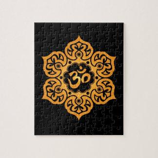 Diseño floral de Aum, negro de oro Puzzle