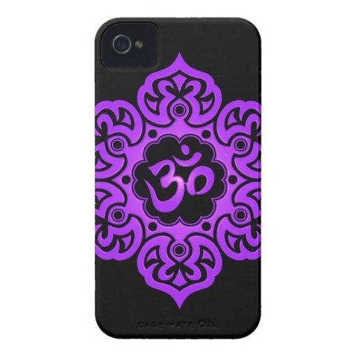 Diseño floral de Aum - púrpura y negro Case-Mate iPhone 4 Protectores